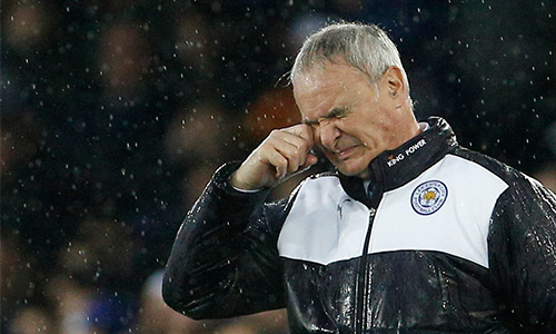 Ranieri muốn các học trò giữ đôi chân trên mặt đất, thay vì bay bổng với ngôi đầu hiện tại. Ảnh: Reuters.