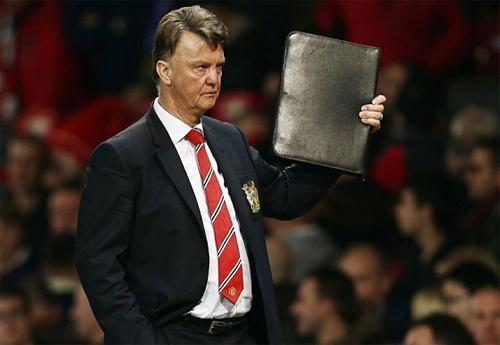 Van Gaal muốn giành ít nhất một danh hiệu với Man Utd. Ảnh: Reuters