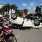 Bắc Ninh: Xế hộp phơi bụng giữa đường