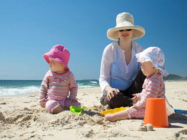 Một số chú ý khi chọn đồ đi biển cho bé gái