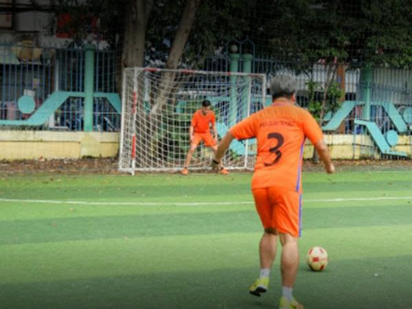 Sân bóng đá Nguyễn Tri Phương.