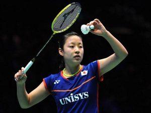 Hướng dẫn cách cầm vợt cầu lông đúng cho người mới